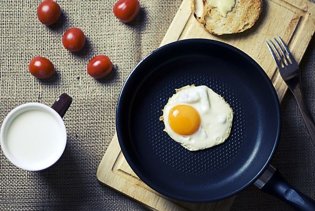 How to choose the best pan for cooking eggs ?