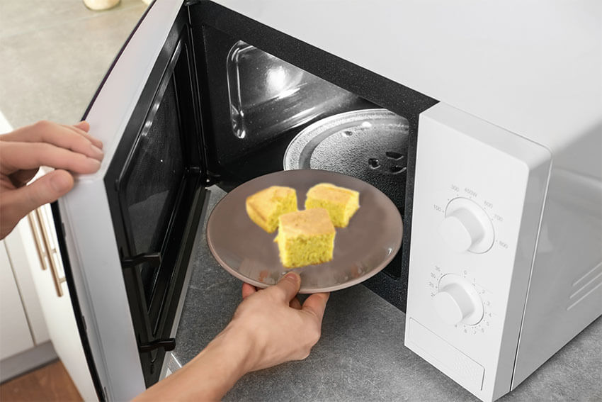 How to reheat cornbread in the microwave